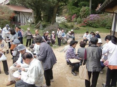 ●お庭でご飯とお茶.jpg
